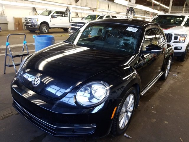 Pre-Owned 2013 Volkswagen Beetle Coupe 2.0L TDI w/Sun/Sound/Nav